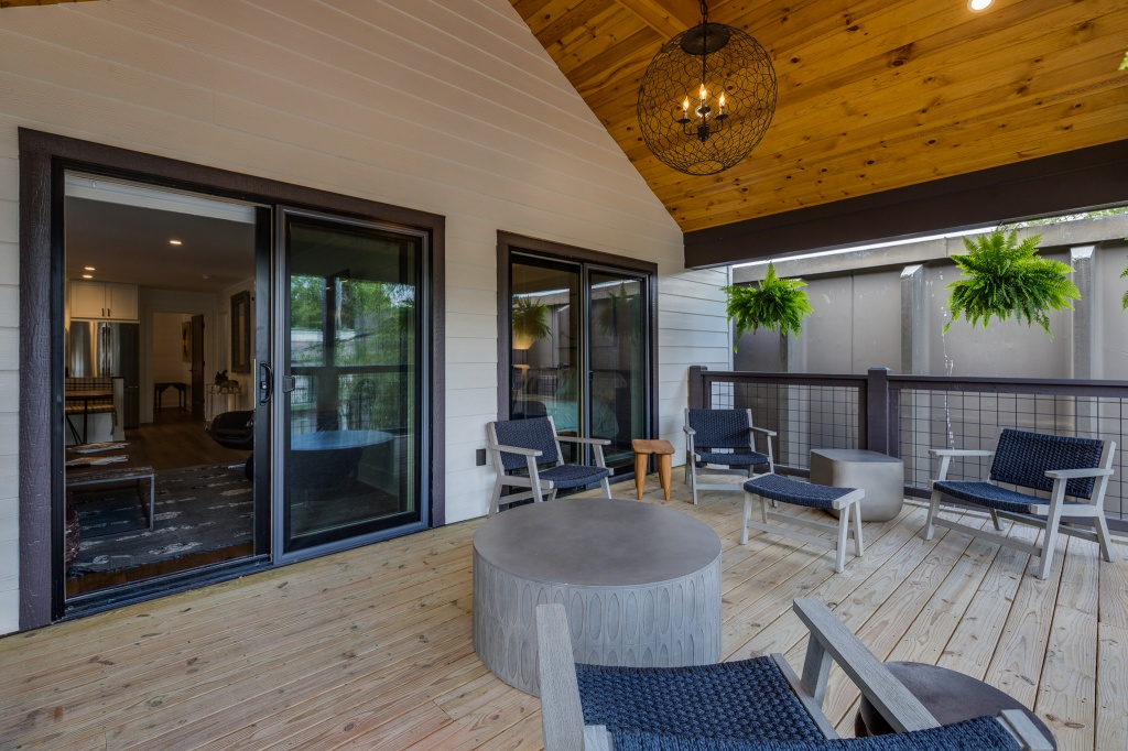 The Lofts - Watson Barret Porch